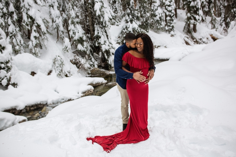 snoqualmie pass maternity session   Seattle maternity photographer   snow maternity session